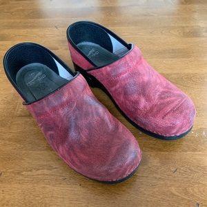 Dansko Red Print Slip Resistant Clog. Size 39.